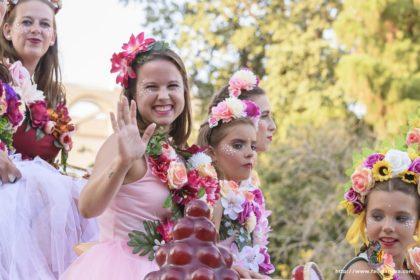 Esther Martínez García  en la tradicional batalla de flors celebrada el el paseo de la Alameda, Valencia