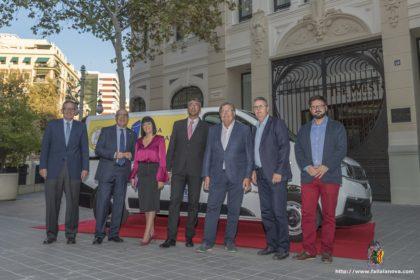 Acto de entrega de una furgoneta refrigerada a Casa Caridad por la Federación de Fallas 1A en el hotel Westing de Valencia